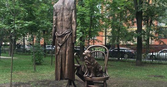 Памятник писателю Василию Аксенову