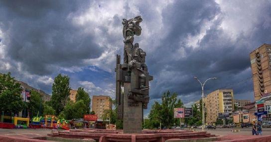 Скульптурная композиция «Корчагинский поход продолжается»